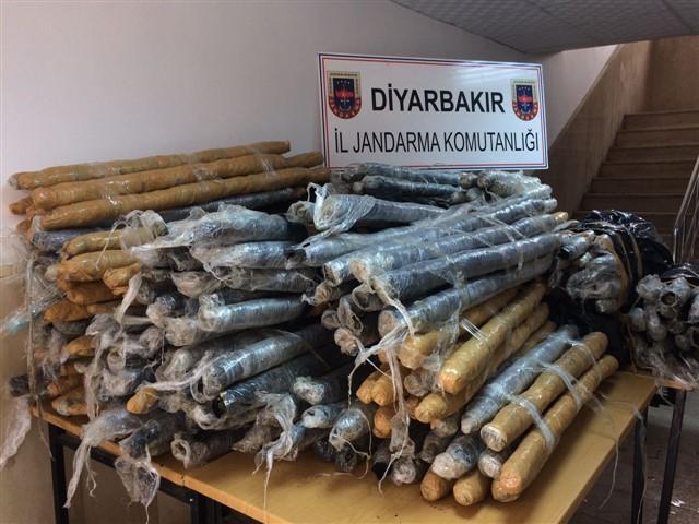 Diyarbakır'da kaza yapan araçtan 416 kg esrar çıktı