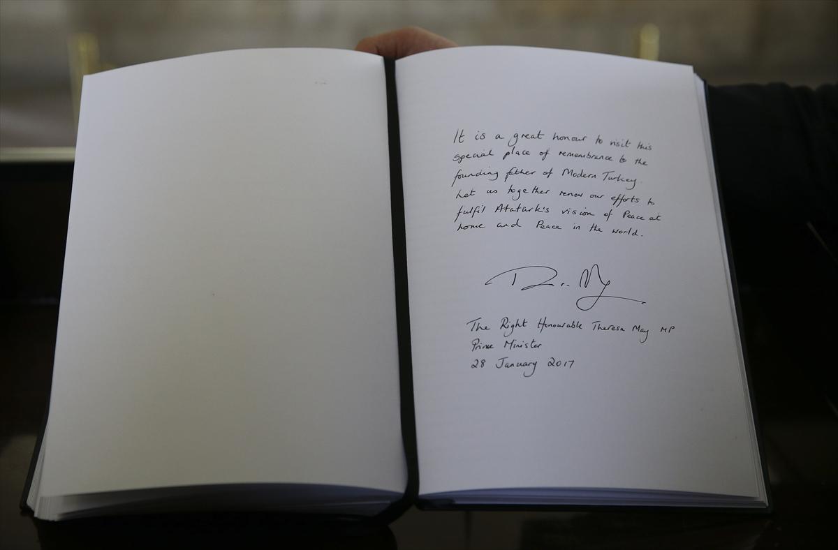 İngiltere Başbakanı Anıtkabir özel defterini imzaladı