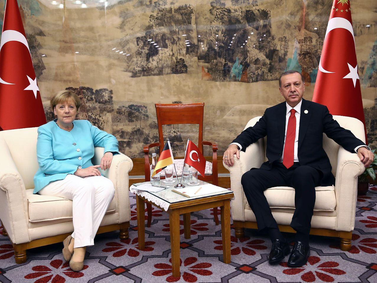 Alman gazeteciden Merkel'e Erdoğan sorusu
