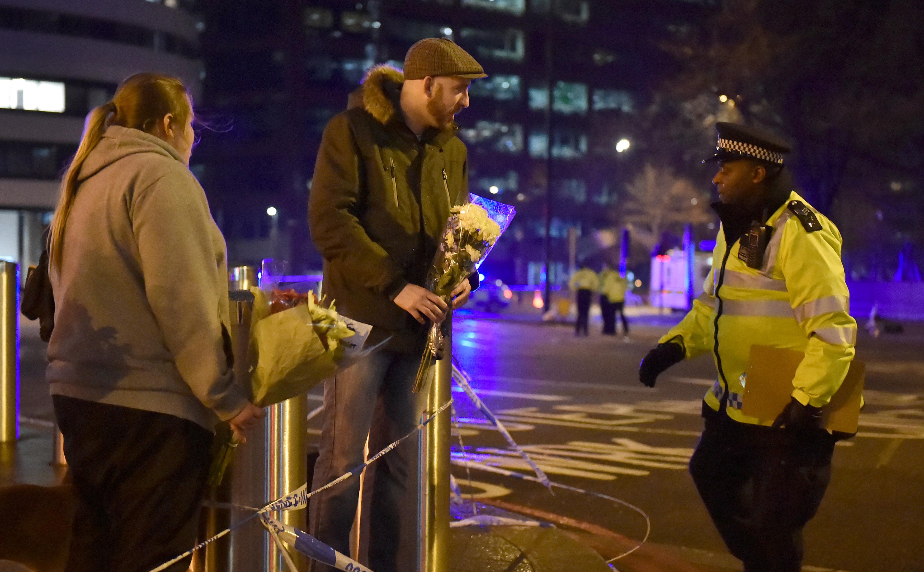 İngiltere'de halk teröre karşı birleşti