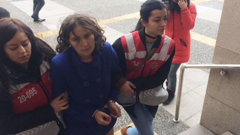 40 günlük bebeğini denize attı Anne ve baba tutuklandı